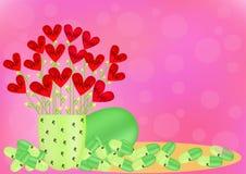 使与红色心脏的绿色胶囊服麻醉剂在桃红色背景 库存照片