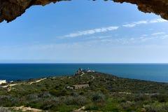 使从城堡废墟的地中海视图环境美化 免版税库存图片