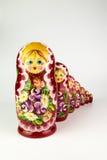 使俄国俄国纪念品白色套入的背景玩偶 库存照片