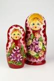使俄国俄国纪念品白色套入的背景玩偶 免版税图库摄影