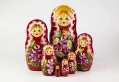 使俄国俄国纪念品白色套入的背景玩偶 免版税库存图片