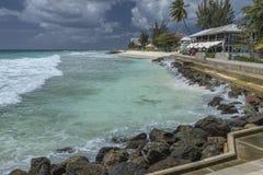 使前面靠岸在海斯廷斯岩石,巴巴多斯,印度西部 免版税库存图片