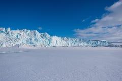 使卑尔根群岛朗伊尔城斯瓦尔巴特群岛北极冬天极性阳光天冰川山环境美化的本质  图库摄影