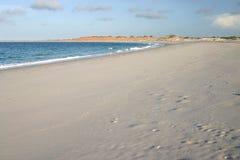 使含沙的cloudscape靠岸 免版税库存图片