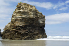 使告诉的Praia在西班牙, Lu的北海岸的das Catedrais靠岸 免版税库存图片