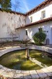 使命圣路易斯-奥比斯保de托洛萨庭院喷泉加利福尼亚 图库摄影