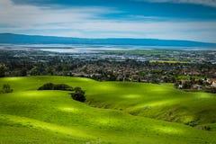 从使命峰顶小山的硅谷全景 免版税库存图片