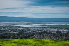 从使命峰顶小山的硅谷全景 库存照片