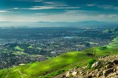 从使命峰顶小山的硅谷视图 图库摄影