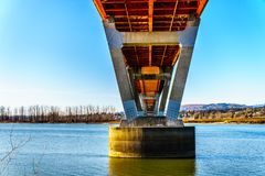 使命桥梁钢和混凝土结构在弗拉塞尔河的在Abbotsford和使命之间的高速公路的11 免版税库存图片