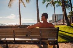 使和享有生活变冷在夏威夷 免版税库存照片