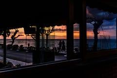 使咖啡馆日落变冷 库存图片
