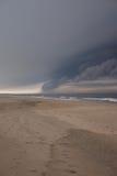 使在风暴的云彩靠岸 库存照片