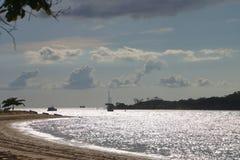 使场面从Seisia海滩约克角澳大利亚的托里斯海峡靠岸 免版税库存照片