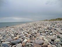使小卵石靠岸 库存图片