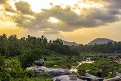 使山、河和森林环境美化看法  免版税图库摄影