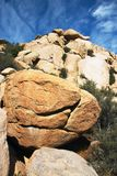 使岩石垂直环境美化 免版税库存图片