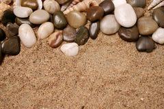 使岩石靠岸 库存图片