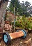 使工具环境美化的古色古香的葡萄酒庭院现在装饰 免版税库存照片