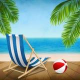 使布赖顿椅子日甲板英国节假日懒人海边有风夏天的星期日靠岸 免版税库存照片