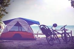 使帐篷靠岸 免版税库存图片