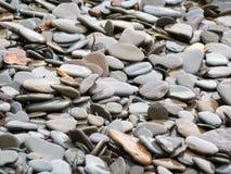 使平稳的石头靠岸 免版税图库摄影