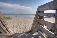 使放松s的佛罗里达靠岸 库存照片