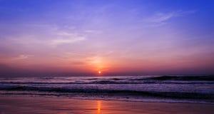 使日出靠岸 库存图片