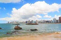 使普腊亚da肋前缘,海,韦利亚镇, Espirito桑多,巴西靠岸 免版税库存图片
