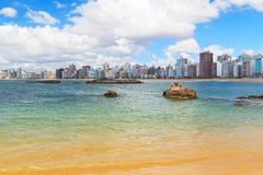 使普腊亚da肋前缘,韦利亚镇,圣埃斯皮里图,巴西靠岸 免版税库存照片