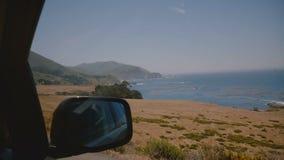 使晴朗的大瑟尔海洋海滩海岸和岩石史诗in-car射击,旅行的概念惊奇沿偶象高速公路1的 股票视频