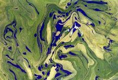使有大理石花纹的抽象背景 液体大理石金黄样式 五颜六色的大理石背景 库存图片
