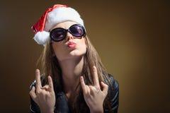 使有皮夹克的圣诞老人妇女惊奇特写镜头画象  库存照片