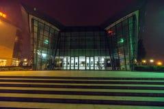 使模糊在夜波摩莱的中心在保加利亚 免版税库存图片