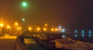 使模糊在夜波摩莱的老堤防在保加利亚 库存图片