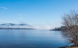 使模糊在天际,上升渥太华河 库存图片