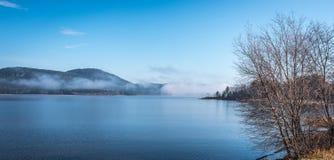 使模糊在天际,上升渥太华河 库存照片