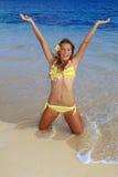 使比基尼泳装女孩夏威夷靠岸 免版税库存照片