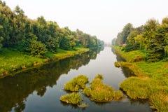 使河环境美化 免版税库存图片