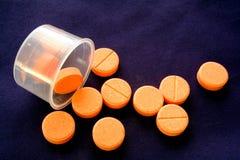 使治疗药片服麻醉剂 免版税库存图片