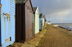 使沿海颜色小屋靠岸 免版税库存照片