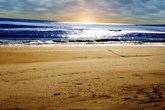 使海岛长的日出靠岸 免版税库存照片