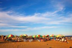 使海岸塞浦路斯地中海沙子石头夏天海浪靠岸 免版税库存照片