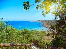 使海岸风景地中海塞浦路斯海岛靠岸的台阶 免版税库存图片