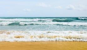 使海浪靠岸 库存照片