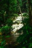使瀑布namtok pacharogn国家公园,达泰国环境美化 库存图片