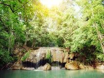 使照片,爱侣湾瀑布,美丽的著名瀑布环境美化 库存图片