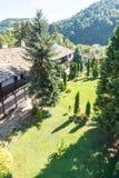 使特罗扬修道院环境美化,保加利亚 免版税库存照片