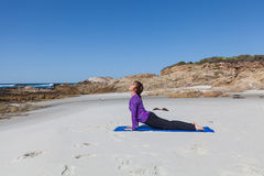 使瑜伽靠岸 库存图片