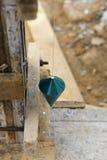 使用一个垂球的辛苦人为检查 库存图片